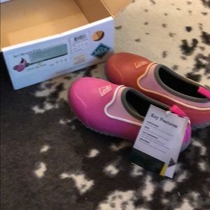 Bnib kids muck boots size 2 read description